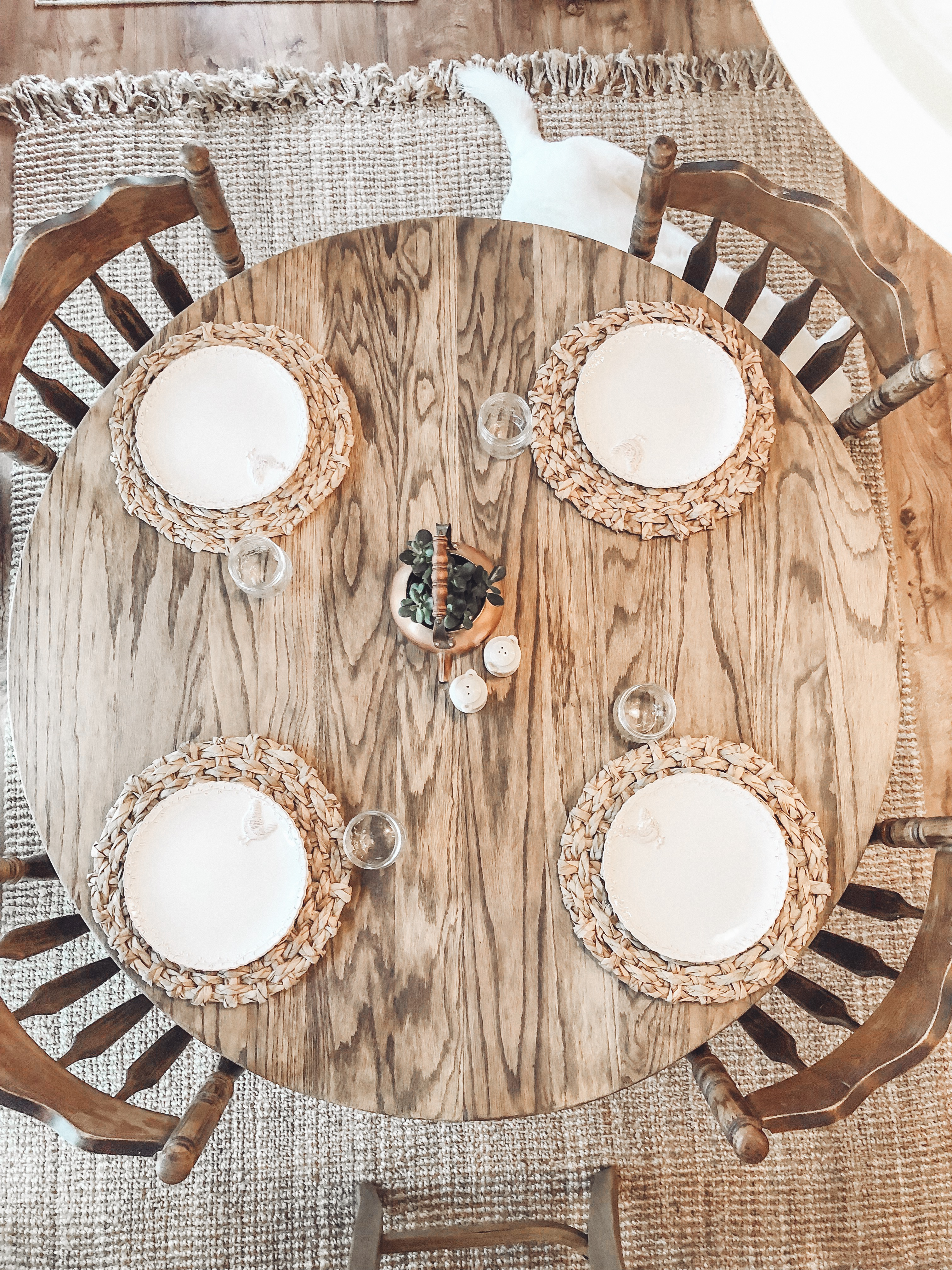 Read more about the article How I Lightened My Round Oak Table
